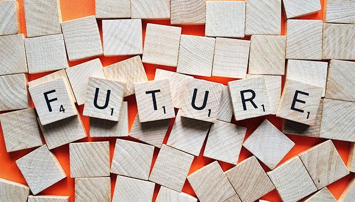 FUTUREと書かれた木材